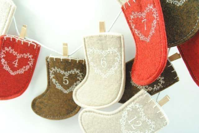 Christmas Advent Stocking Garland